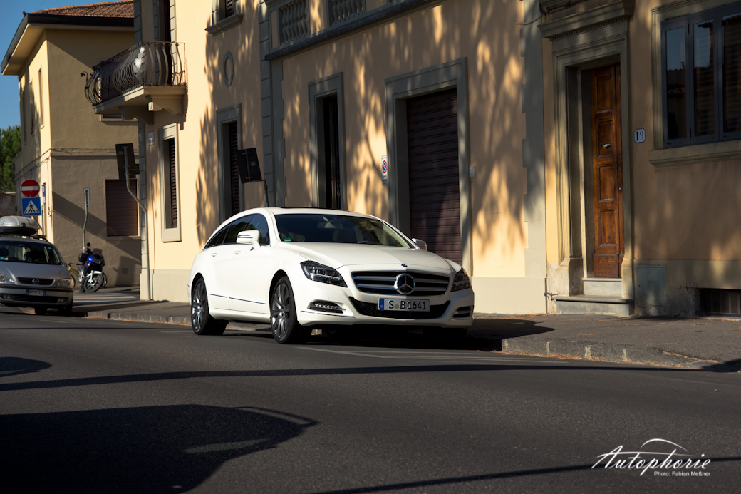 mb-cls-350-shooting-brake-vor-hauswand