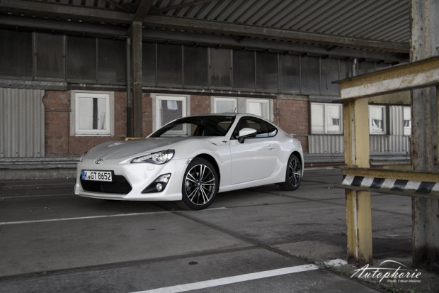 Toyota GT86 in altem Industriegelände