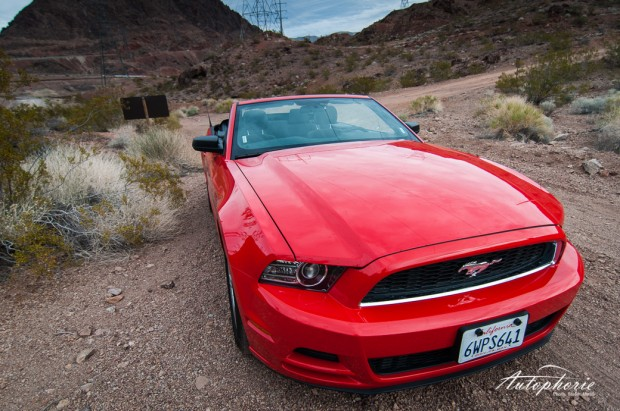 2013_ford_mustang_convertible_overview_low_angle
