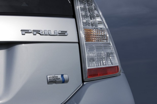 toyota-prius-plug-in-hybrid-badge