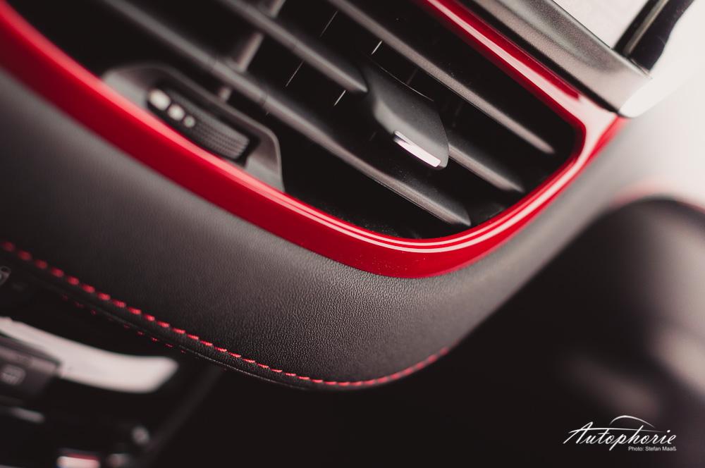 Peugeot_208_GTi_Belueftung_Leder