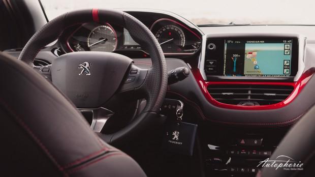 Peugeot_208_GTi_Cockpit