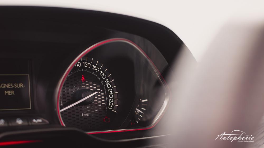 Peugeot_208_GTi_Drehzahlmesser