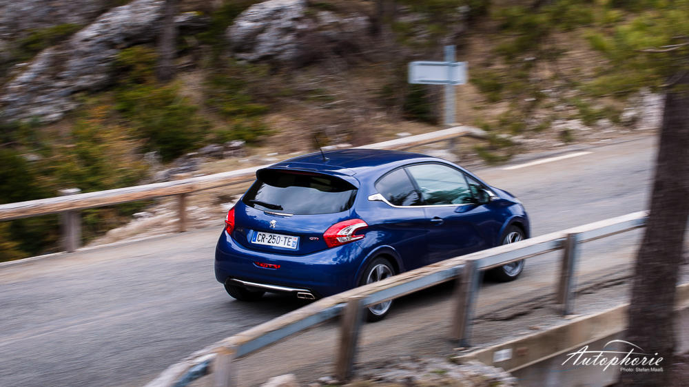 Peugeot_208_GTi_Fahraufnahme