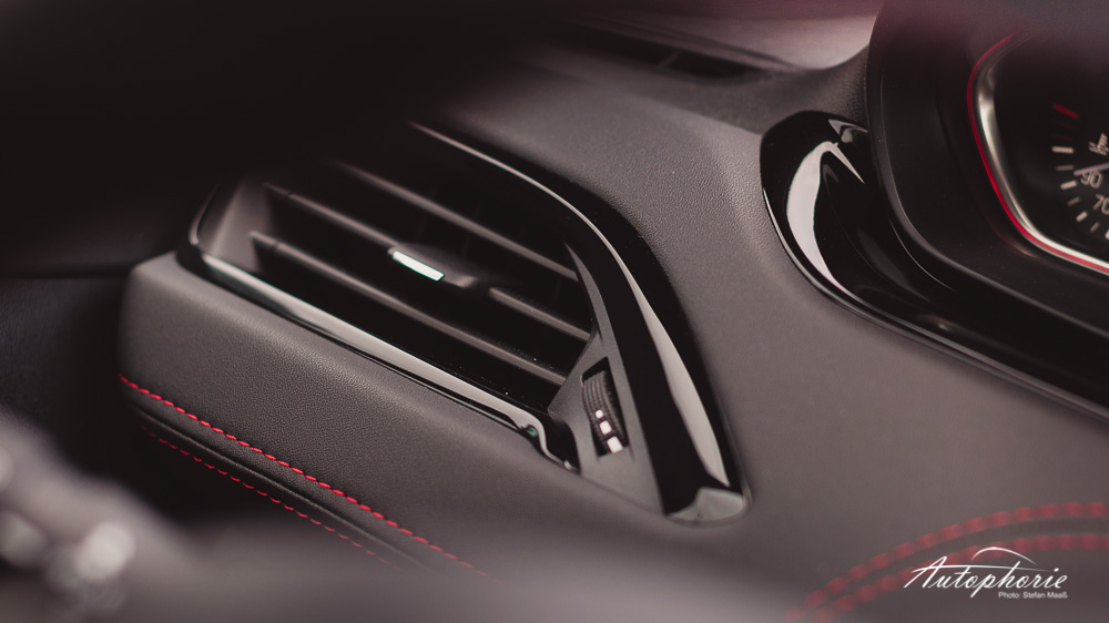 Peugeot_208_GTi_Innenraum_Detail