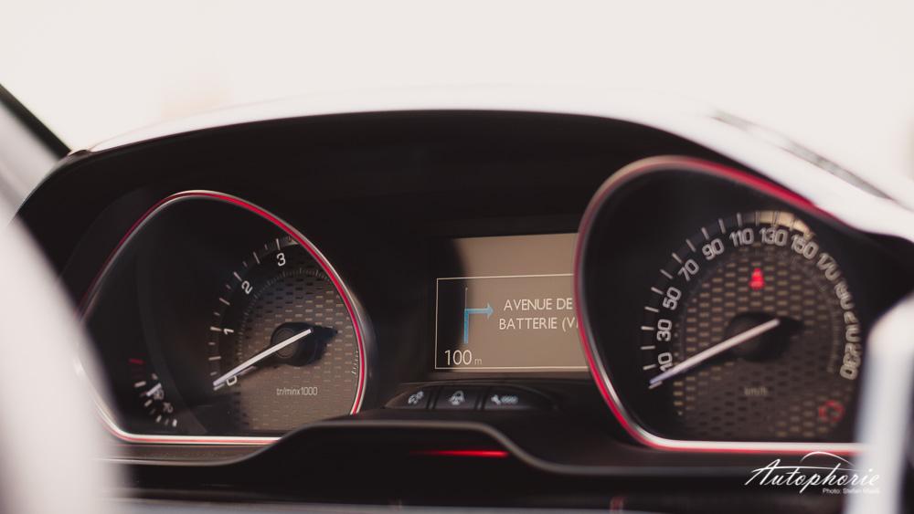 Peugeot_208_GTi_Instrumente