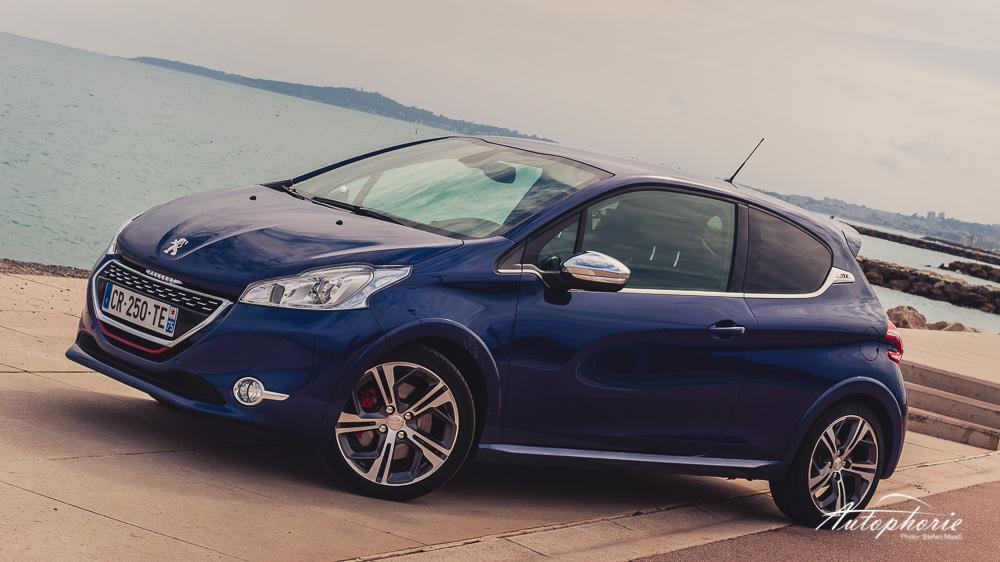 Peugeot_208_GTi_Sea_Nice
