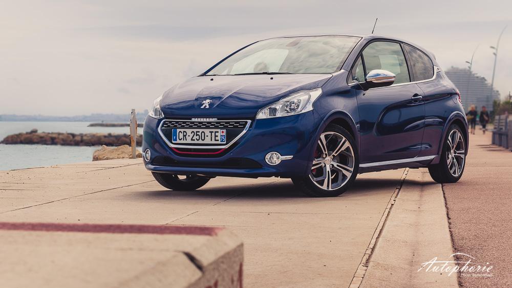 Peugeot_208_GTi_Strandpromenade_Nizza