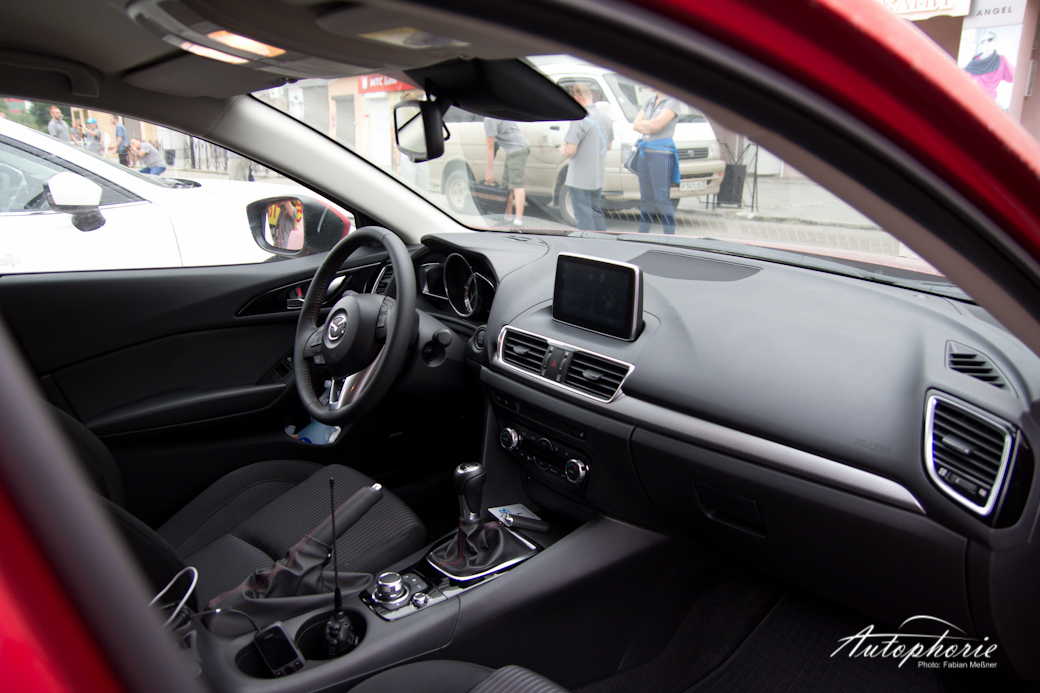 schon gefahren 2013 mazda 3 skyactiv g 120. Black Bedroom Furniture Sets. Home Design Ideas