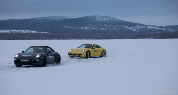 Armin Schwarz im gelben Porsche 911 4S jagt über's Eis