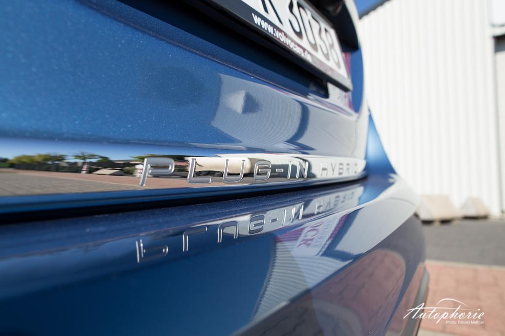 2015-volvo-V60-plug-in-hybrid-r-design-9551