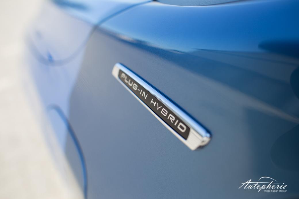 2015-volvo-V60-plug-in-hybrid-r-design-9563