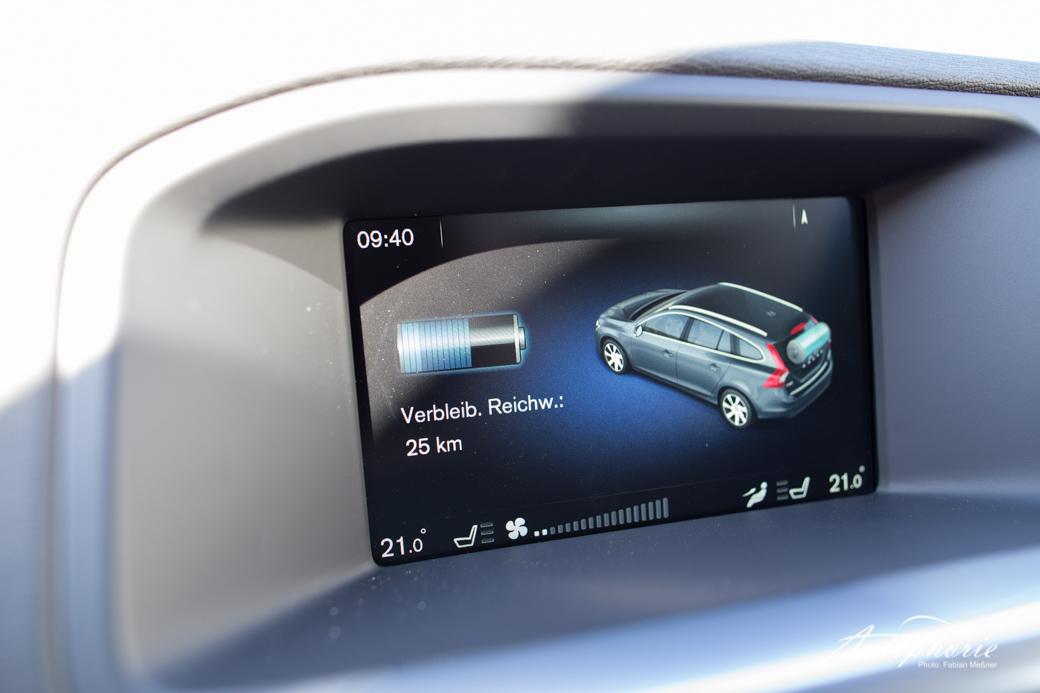 2015-volvo-V60-plug-in-hybrid-r-design-9566