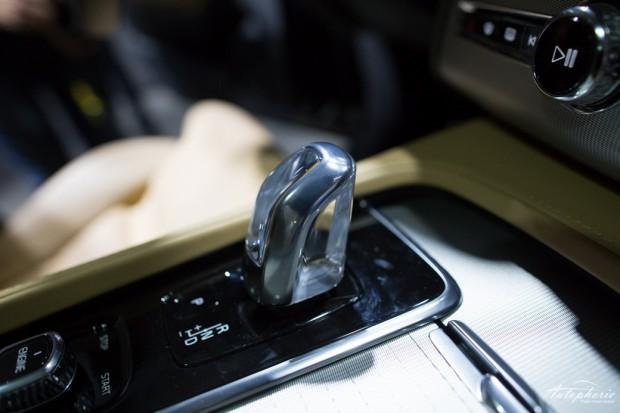 Leider nur beim Hybrid vorgesehen: der Kristall-Schaltknauf (Shift-by-Wire)