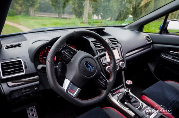2014-Subaru-WRX-STI-Innenraum