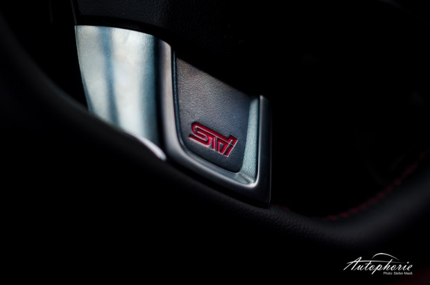2014-Subaru-WRX-STI-Lenkrad