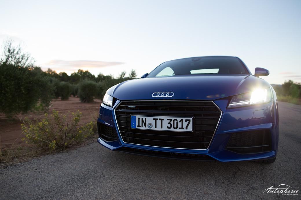 audi-tt-coupe-2-0-tfsi-quattro-blau-1883