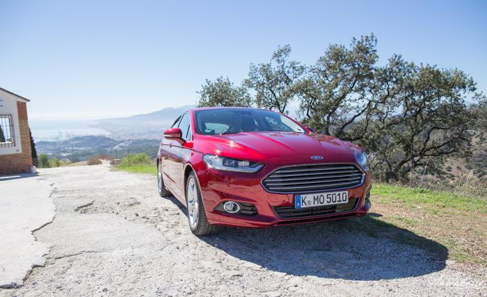neuer-ford-mondeo-ruby-rot-titanium-testfahrt-2092
