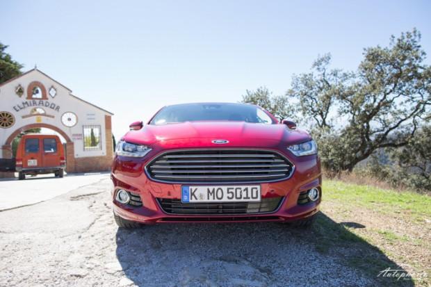 neuer-ford-mondeo-ruby-rot-titanium-testfahrt-2094