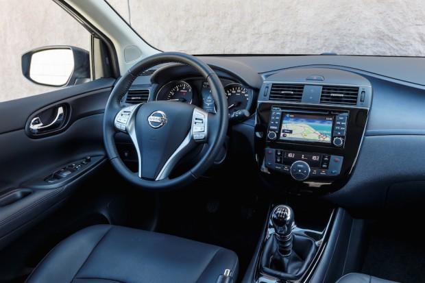 Nissan-Pulsar-Cockpit