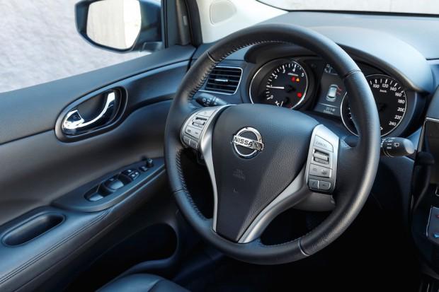 Nissan-Pulsar-Lenkrad