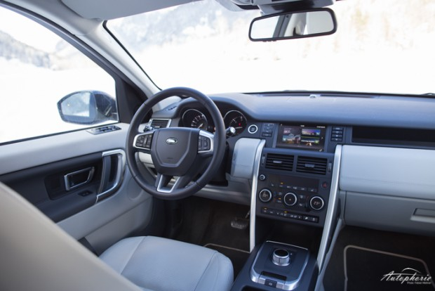 land-rover-discovery-innenraum-cockpit-3317