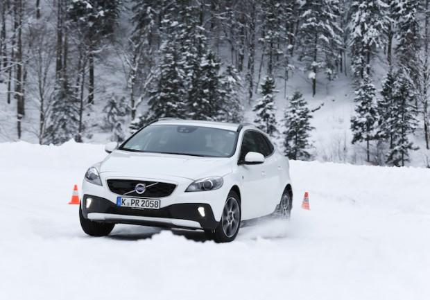 slalom-v40-cross-country-awd-schnee