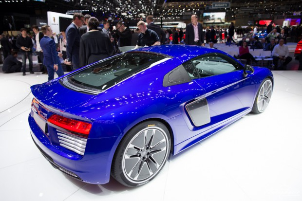 genf-autosalon-highlight-audi-r8-etron-4329