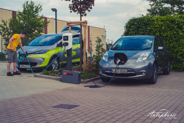 nissan-leaf-thenewmotion-ladesaeule-renault-zoe