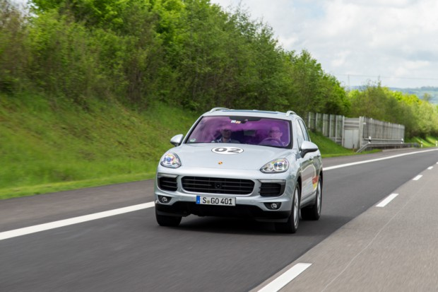 porsche-eco-rallye-cayenne-plug-in-hybrid-5