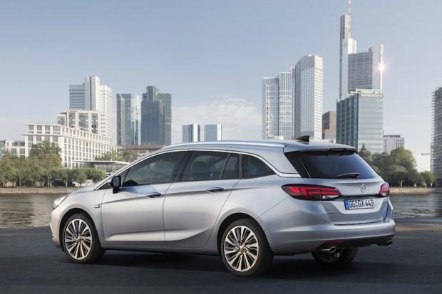 Opel-Astra-Sports-Tourer-seitlich