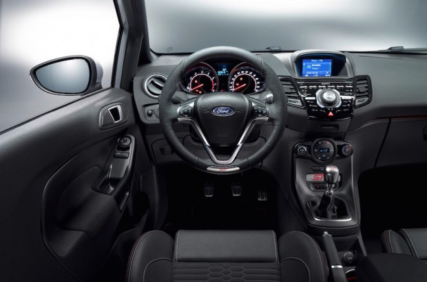 cockpit-ford-fiesta-st200
