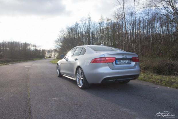 Jaguar XE S Heckansicht
