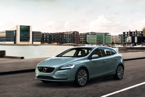 Volvo V40 T4 Momentum Location 3/4 Front