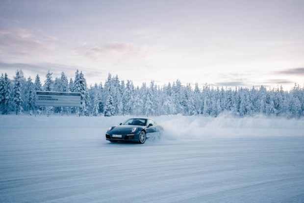 porsche-driving-experience-schnee-911-carrera-4s-power-slide