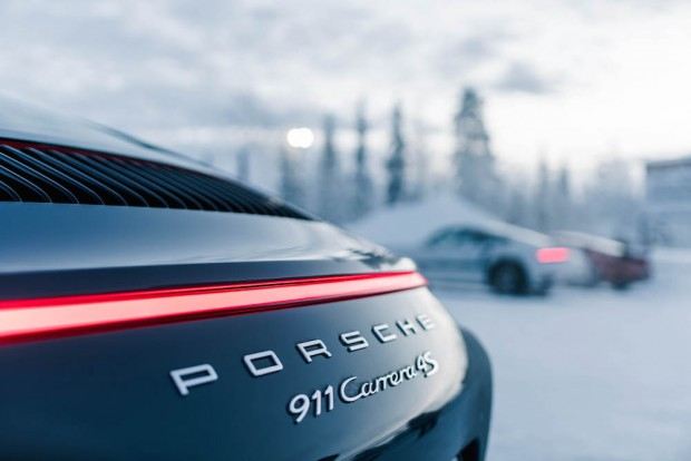 porsche-driving-experience-schnee-911-carrera-heck-detail