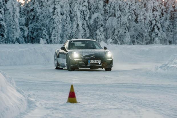 porsche-driving-experience-schnee-911-carrera-s-autophorie-drift