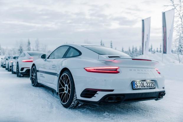 porsche-driving-experience-schnee-911-turbo-S