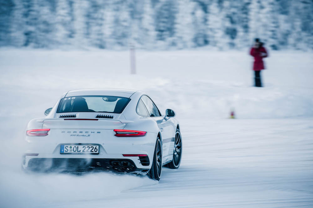 Porsche Driving Experience Schnee 911 Turbo Quer Fahren