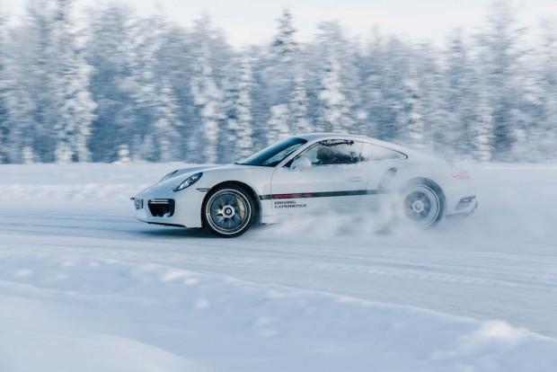 porsche-driving-experience-schnee-911-turbo-schnee