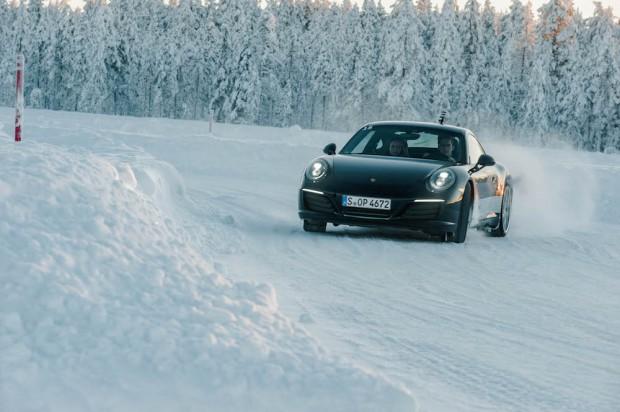 porsche-driving-experience-schnee-autophorie-911-c2s-drift