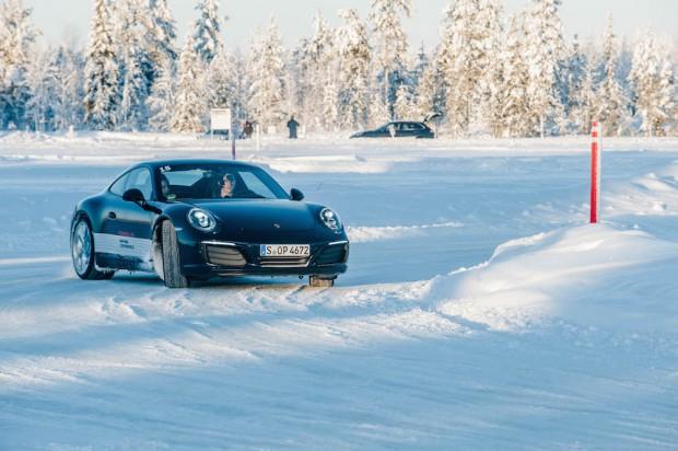 porsche-driving-experience-schnee-autophorie-911-carrera
