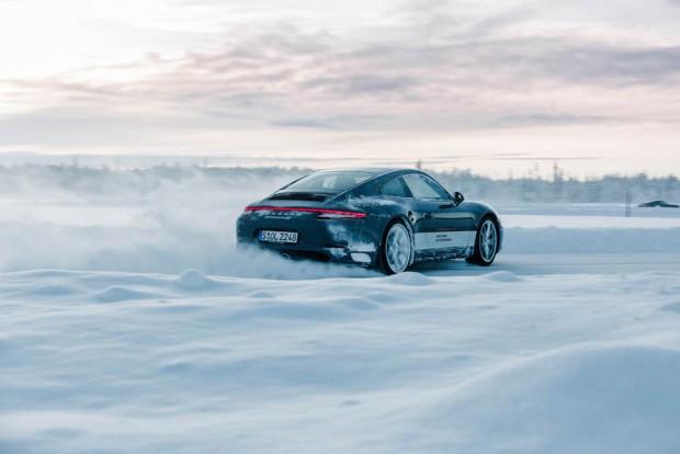 porsche-driving-experience-schnee-carrera-4s-drifting