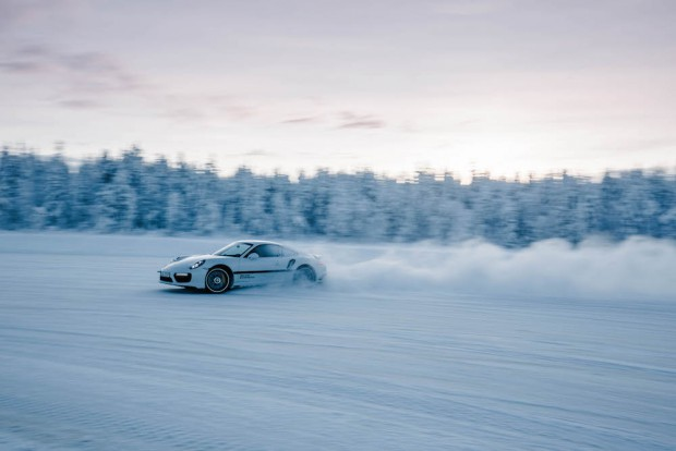 porsche-driving-experience-schnee-power-slide
