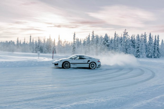 porsche-driving-experience-schnee-power-slide-911-turbo