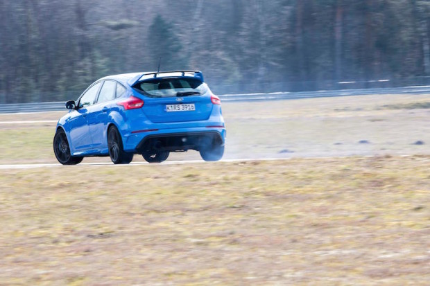 ford-focus-rs-drift