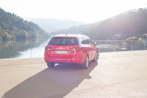 opel-astra-k-sports-tourer-rot-8