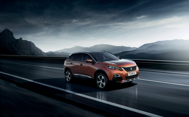 Neuer Peugeot 3008 fahrend