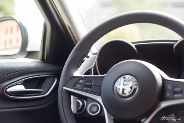 Alfa Romeo Giulia Lenkrad Schaltwippe Startknopf