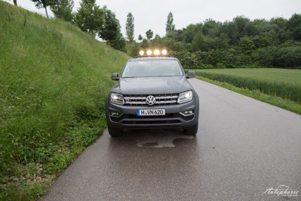 VW Amarok V6 TDI matt grau Frontal